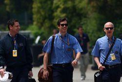 Bernd Maylander, safety car rijder, Alan van der Merwe, Medical car rijder en Gary Hartstein, FIA do
