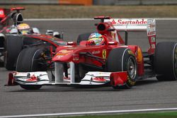 Фернандо Алонсо, Scuderia Ferrari и Льюис Хэмилтон, McLaren Mercedes