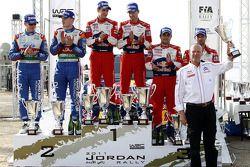 Podium : les vainqueurs Sébastien Ogier et Julien Ingrassia, les deuxièmes Jari-Matti Latvala et Miikka Anttila, et les troisièmes Sébastien Loeb et Daniel Elena