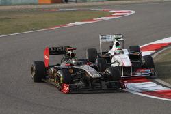 Nick Heidfeld, Lotus Renault F1 Team and Sergio Perez, Sauber F1 Team
