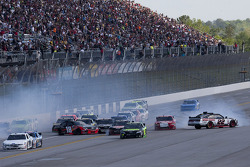 Jamie McMurray, Kyle Busch, Steve Wallace and Brad Keselowski wreck