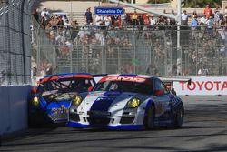 Contact #32 GMG Racing Porsche 911 GT3 Cup: Bret Curtis, James Sofronas en #66 TRG Porsche 911 GT3 C