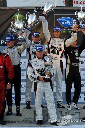 LMP podium: winnaars Klaus Graf en Lucas Luhr met teambaas Greg Pickett