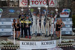 LMPC podium: winnaars Gunnar Jeannette en Ricardo Gonzalez, 2de Kyle Marcelli en Tomy Drissi, 3de Er