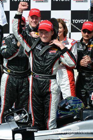 Race winner Mike Conway, Andretti Autosport celebrates