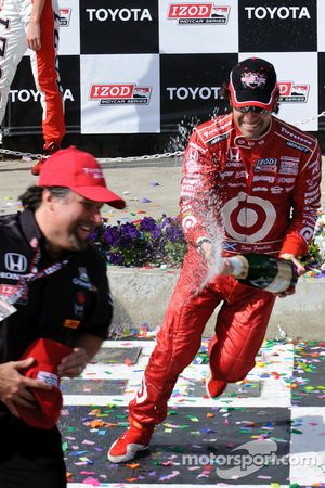 Dario Franchitti chases Michael Andretti with the champagne