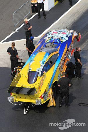 Crew members attending to Jim Head's Toyota Camry