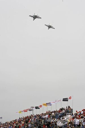 F18 flyover for the pre-race