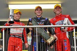 Race winnaar Shane Van Gisbergen, 2de Lee Holdsworth, 3de Garth Tander