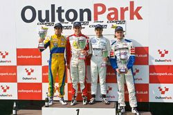 Podium: Felipe Nasr, Lucas Foresti, Jazeman Jaafar en national class winnaar Bart Hylkema