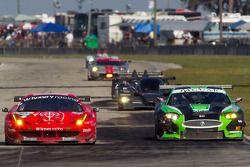 #59 Luxury Racing Ferrari F458 Italia: Stéphane Ortelli, Frederic Makowiecki, Jean-Denis Deletraz, #