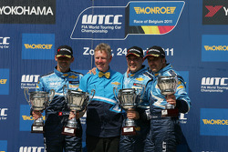 Robert Huff, Chevrolet Cruze 1.6T, Chevrolet race winner, Alain Menu, Chevrolet Cruze 1.6T, Chevrolet 2nd position and Yvan Muller, Chevrolet Cruz 1.6T, Chevrolet and Eric Neve, Chevrolet Europe Motorsport Manager