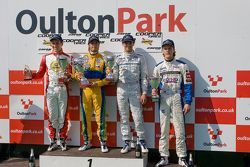 Podium: Lucas Foresti, Felipe Nasr, Menasheh Idafar en national class winnaar Bart Hylkema