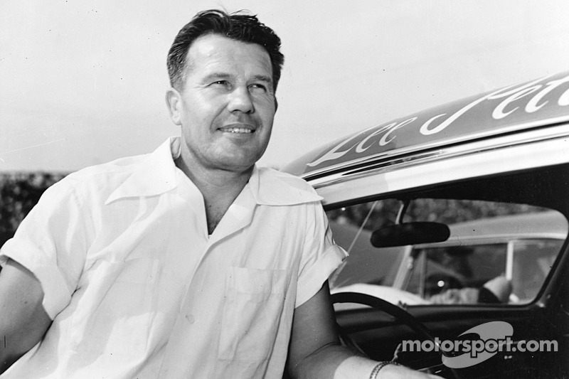 NASCAR: Lee Petty (foto) e Richard Petty