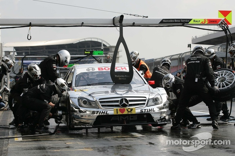 Pitstop for Jamie Green, Team HWA, AMG Mercedes C-Klasse