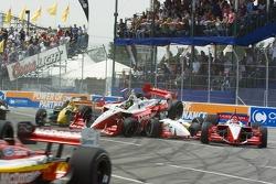 Start: Cristiano da Matta and Justin Wilson crash