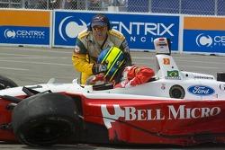 Start: Cristiano da Matta gets out of his car