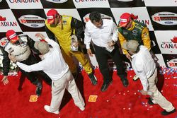 Podium: race winner Justin Wilson with Oriol Servia, Alex Tagliani, team owner Carl Russo, Paul Newm