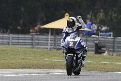 Ganador de la pole Jorge Lorenzo celebra