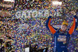 Victory lane: race winnaar Kyle Busch, Joe Gibbs Racing Toyota
