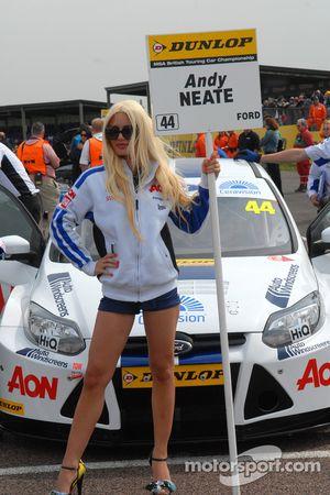Andy Neate, Team Aon Grid girl