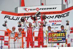 GT500 podium: winnaars Satoshi Motoyama en Benoit Tréluyer, 2de Daisuke Ito en Kazuya Oshima, 3de Ta