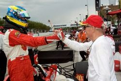 Paul Newman congratulates Sébastien Bourdais