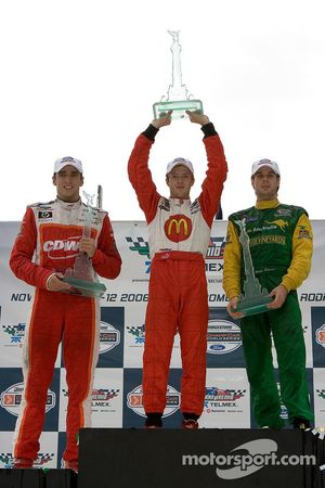 Podio: ganador de la carrera de Sébastien Bourdais con Justin Wilson y Will Power