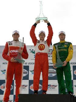 Подиум: победитель гонки Себастьен Бурдэ с Джастином Уилсоном и Уиллом Пауэром