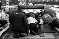 La voiture de Team Australia à l'inspection technique