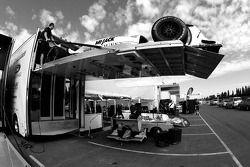 La voiture de Conquest Racing est déchargée