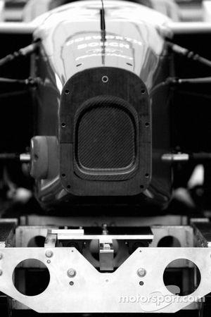 La voiture de Forsythe Racing à l'inspection technique