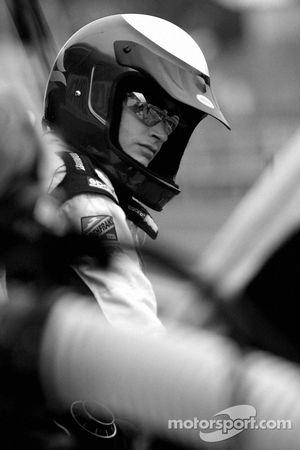 Un membre de l'équipe CTE Racing HVM