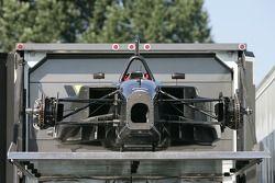 La voiture CTE Racing - HVM encore déchargée