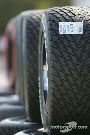 Des pneus rainurés Bridgestone