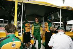 Will Power dans le stand du Team Australia