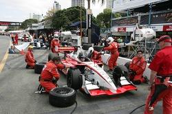 Le Dale Coyne Racing effectue un dernier entraînement d'arrêt aux stands
