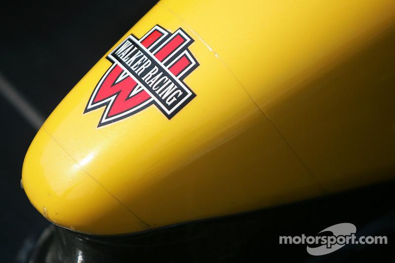 Pointe avant de la voiture de Team Australia Racing