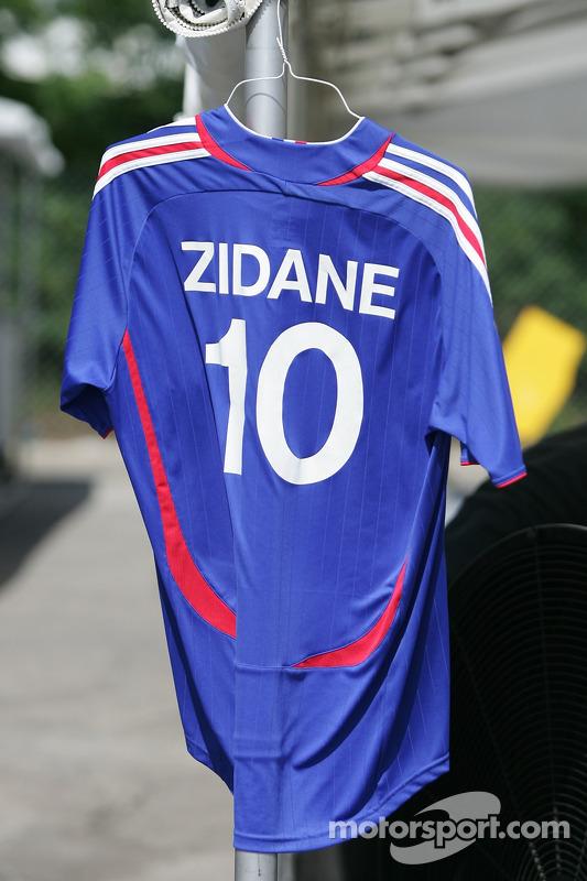 Fan club de Zidane dans le paddock de Toronto