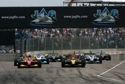 Start: Sébastien Bourdais and Will Power battle for the lead
