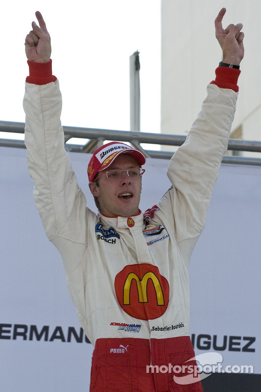Podio: ganador de la carrera Sébastien Bourdais celebra