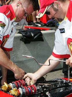 Newman/Haas/Lanigan Racing crew members makes suspension adjustements on the car of Sébastien Bourda