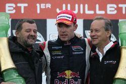 Podium: race winner Robert Doornbos with Paul Stoddart and Keith Wiggins