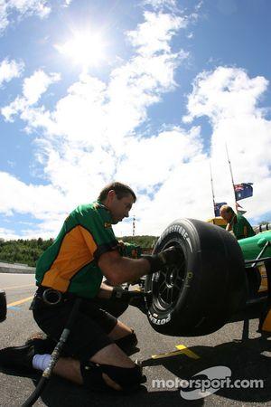 Pitstop practice for Team Australia crew members