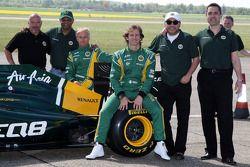 Mike Gascoyne, Team Lotus, Chief Technical Officer, Tony Fernandes, Team Lotus, Team Principal, Heik