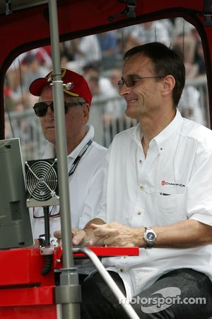 Paul Newman and Patrick Bourdais watch the end of the session