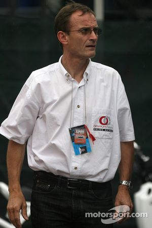 Patrick Bourdais looks on as Sébastien Bourdais pits