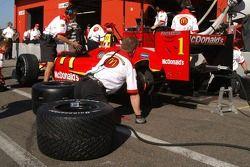 Typical Champ Car crew practice