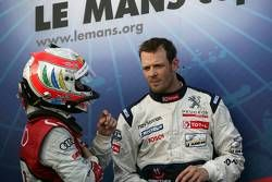 Race winnaar Alexander Wurz met Tom Kristensen