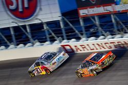 Brian Vickers, Red Bull Racing Team Toyota et David Reutimann, Michael Waltrip Racing Toyota
